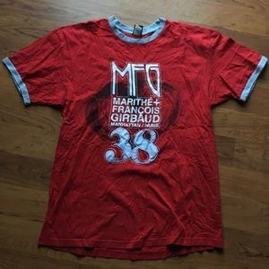 Mfg red and gray ringer tee